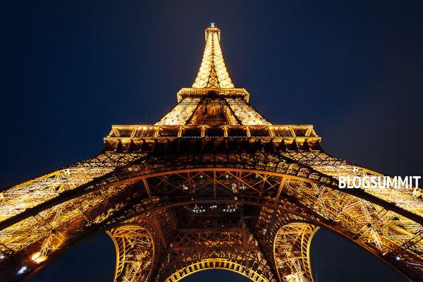 Эйфелева башня - известнейшая достопримечательность Парижа