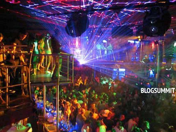 Вечеринка в клубе - девичник для модной девушки