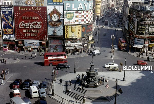 Площадь Пикадилли оживлена в любое время дня и ночи, Лондон, Великобритания